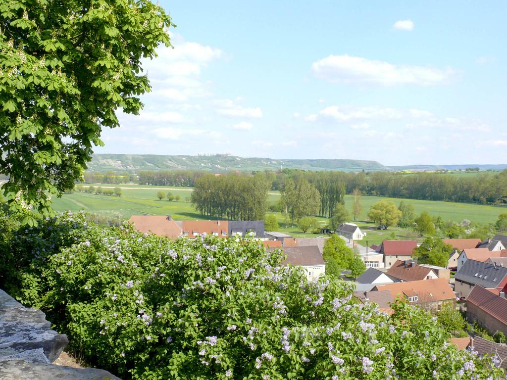 Umgebung - Schloss Burgscheidungen über Unstruttal Richtung Lauche Fliegerhorst