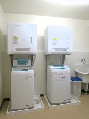 洗濯・乾燥室 高性能の洗濯乾燥機の利用で、洗濯物はいつもフカフカ。ヘルパーによる洗濯サービスに、介護保険を上手にご活用頂く事もでき、ご自身やご家族様にもご利用頂けます。