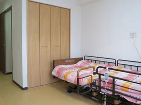 ゆとり充分の明るい個室 各個室は面積もゆったり、合理的なレイアウトにより大変便利にご利用頂けます。