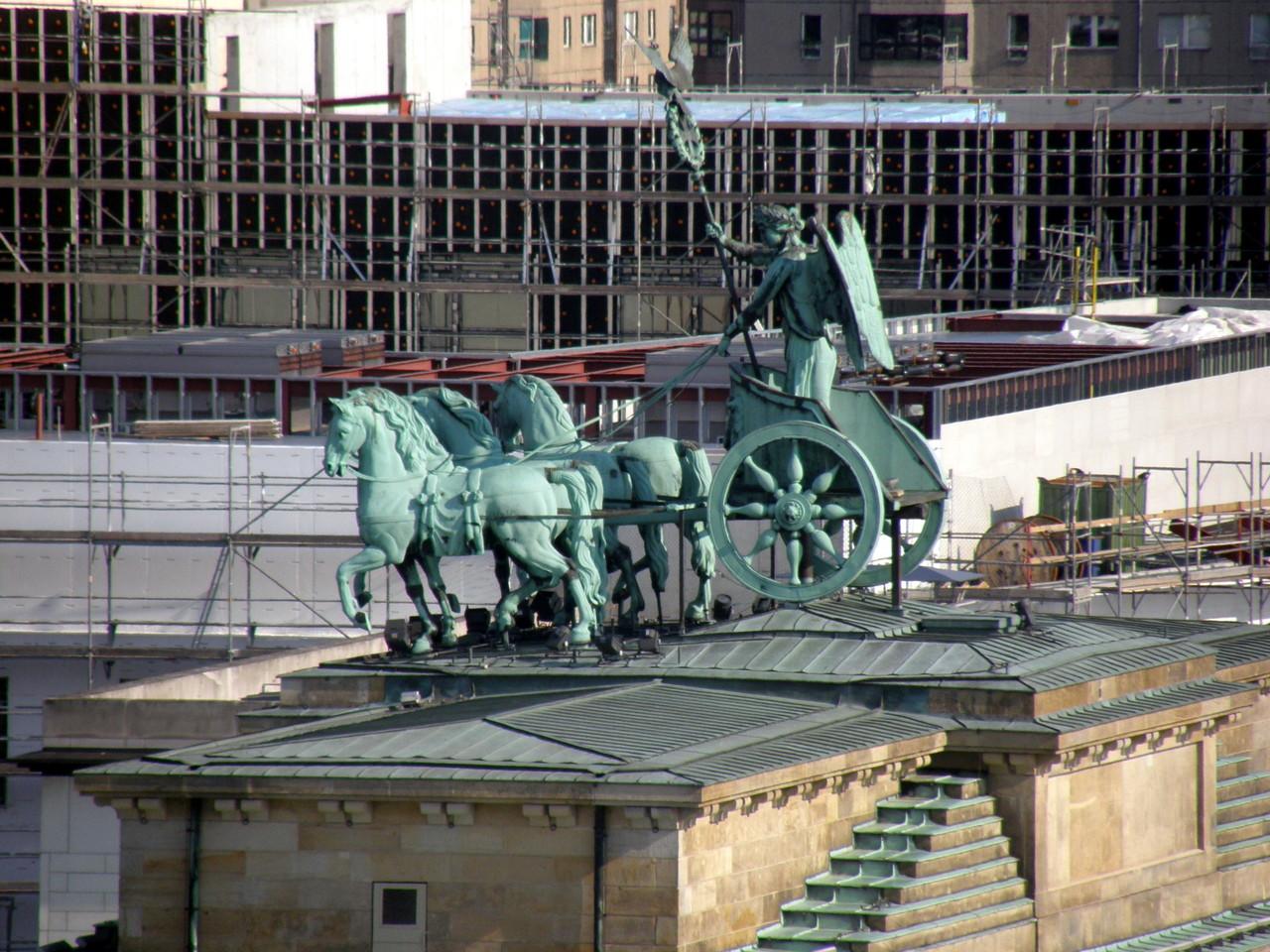 Brandenburger Tor und eine der noch immer zu findenden Großbaustellen