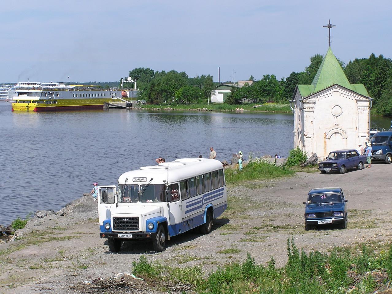 ... in Goritsa anlegen. Hier verweigern wir die Busfahrt zum Kirillov Kloster, ...