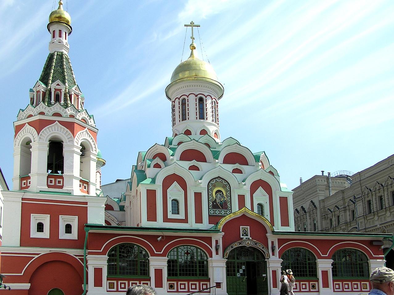 ... vorbei an der optisch ebenso interessanten Kazaner Kathedrale ...