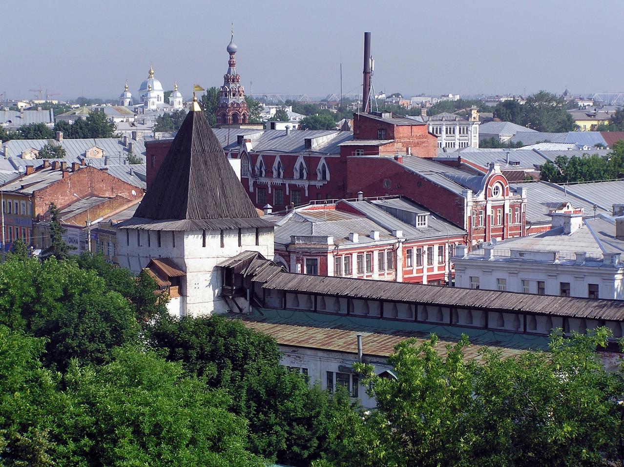 Am nächsten Morgen erreichen wir Jaroslawl, wo es ...