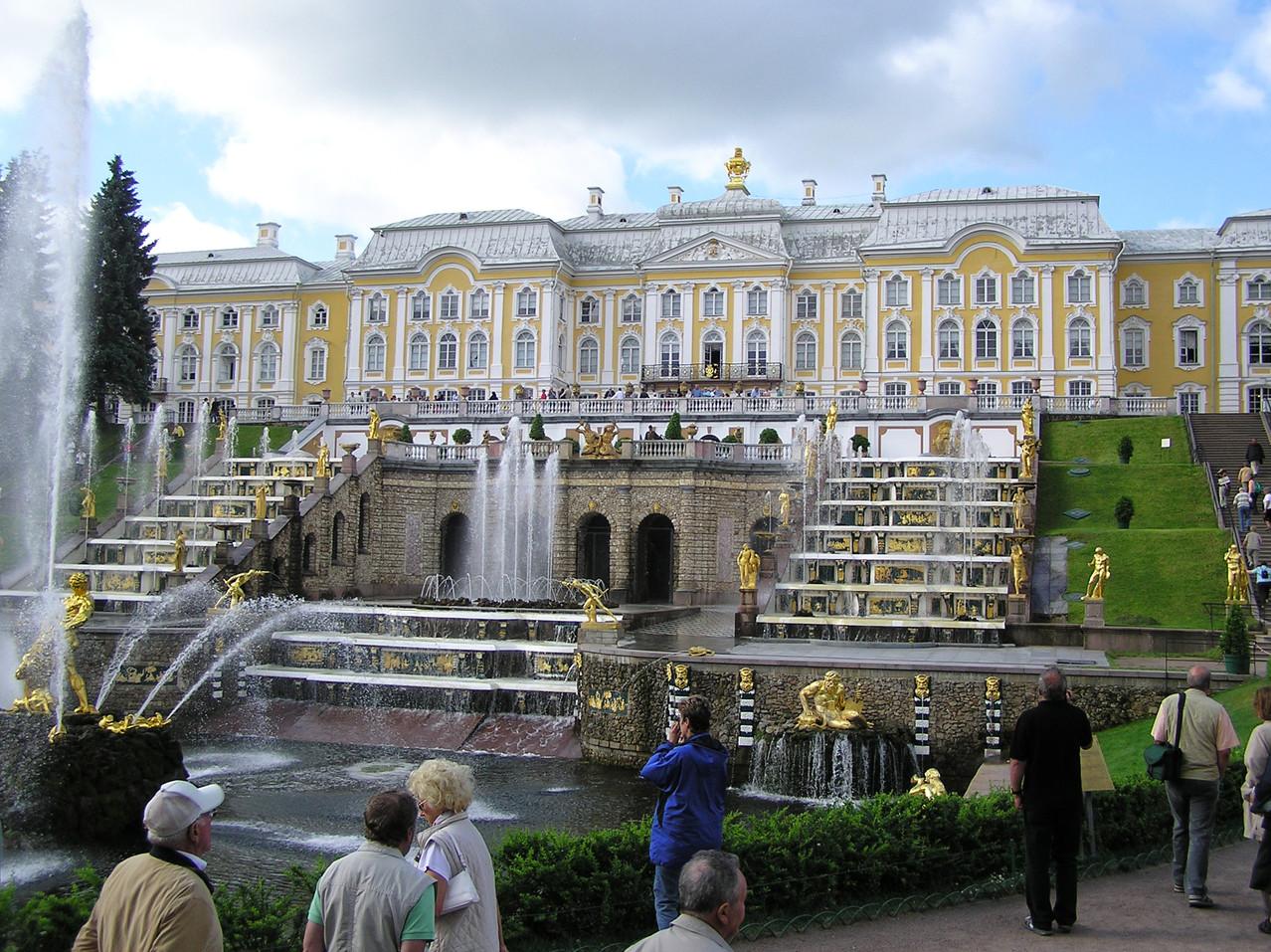 In Peterhof: Sommerresidenz, Baubeginn 1714