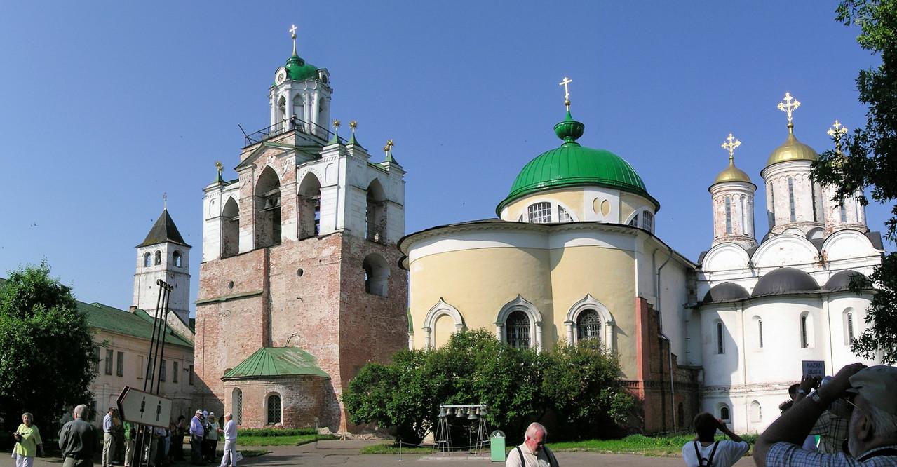 ... den üblichen Kreml mit Kloster, Kathedrale, Glockenturm zu besichtigen gibt.