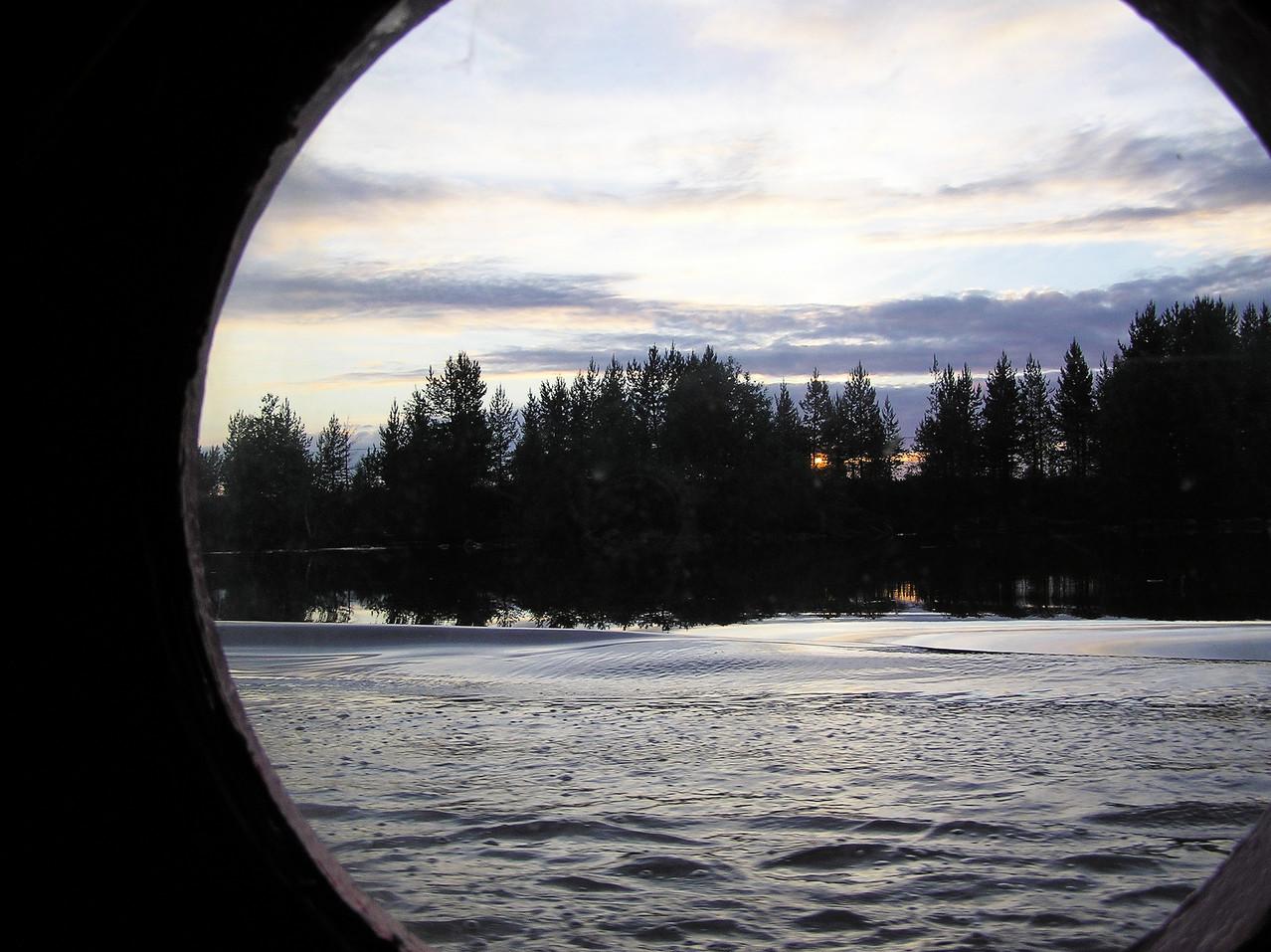 Abends durchqueren wir den Weißen See und nachts ...