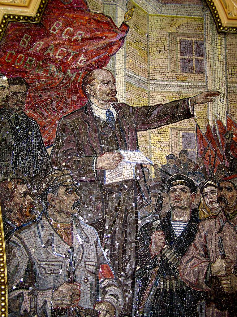 auch Lenin lebt noch auf diesem Mosaik in der Kievskaja.