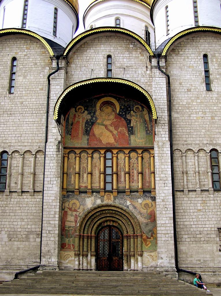 ... beeindruckenden Südportal in Richtung Kathedralenplatz. 1547 - 1894 wurden hier die Zaren gekrönt.