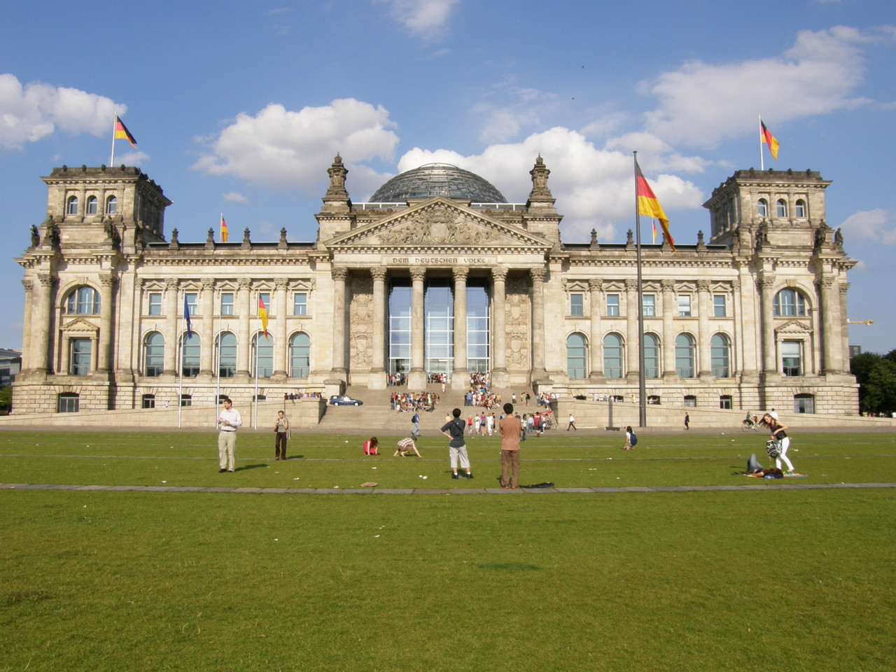 Anschließend zum Reichstagsgebäude, dem Domizil des Bundtags: