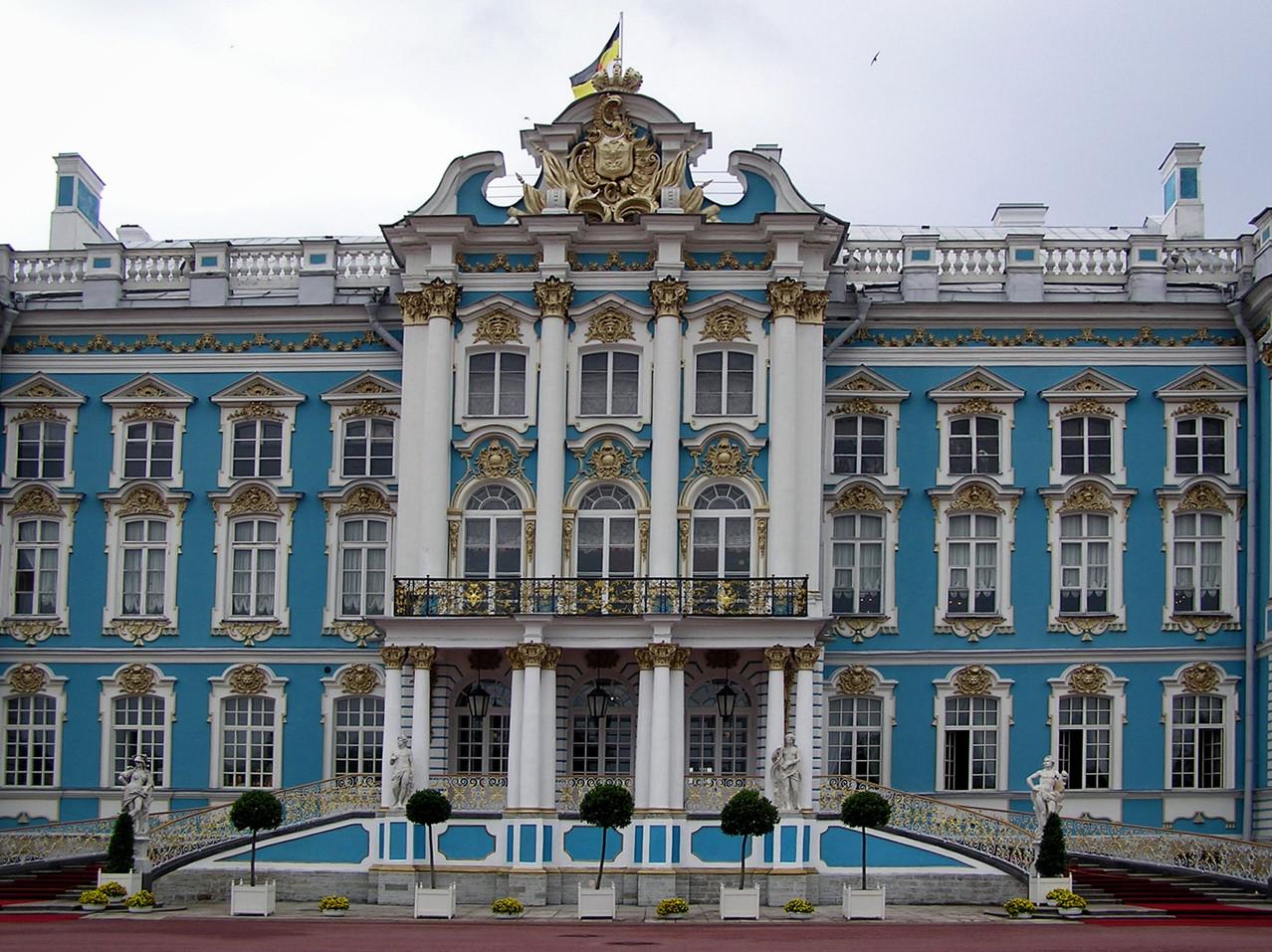 Im Vorort Zarskoje Selo das Katharinenschloss aus dem 18. Jhdt mit einer Nachbildung des berühmten Bernsteinzimmers