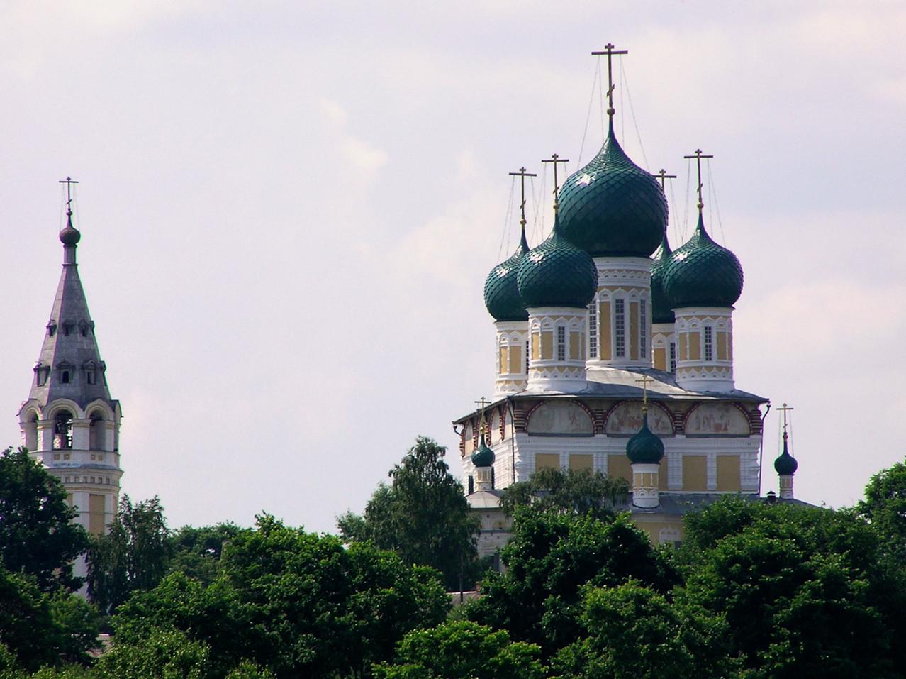 ... passieren wir das Tolga-Kloster aus 1314 ...