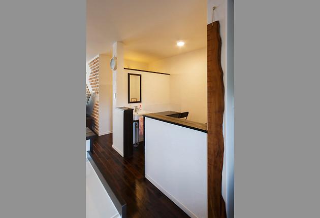 キッチン脇の家事コーナーに洗面台を設置