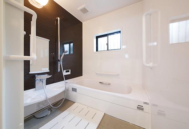 広く明るくなった浴槽。