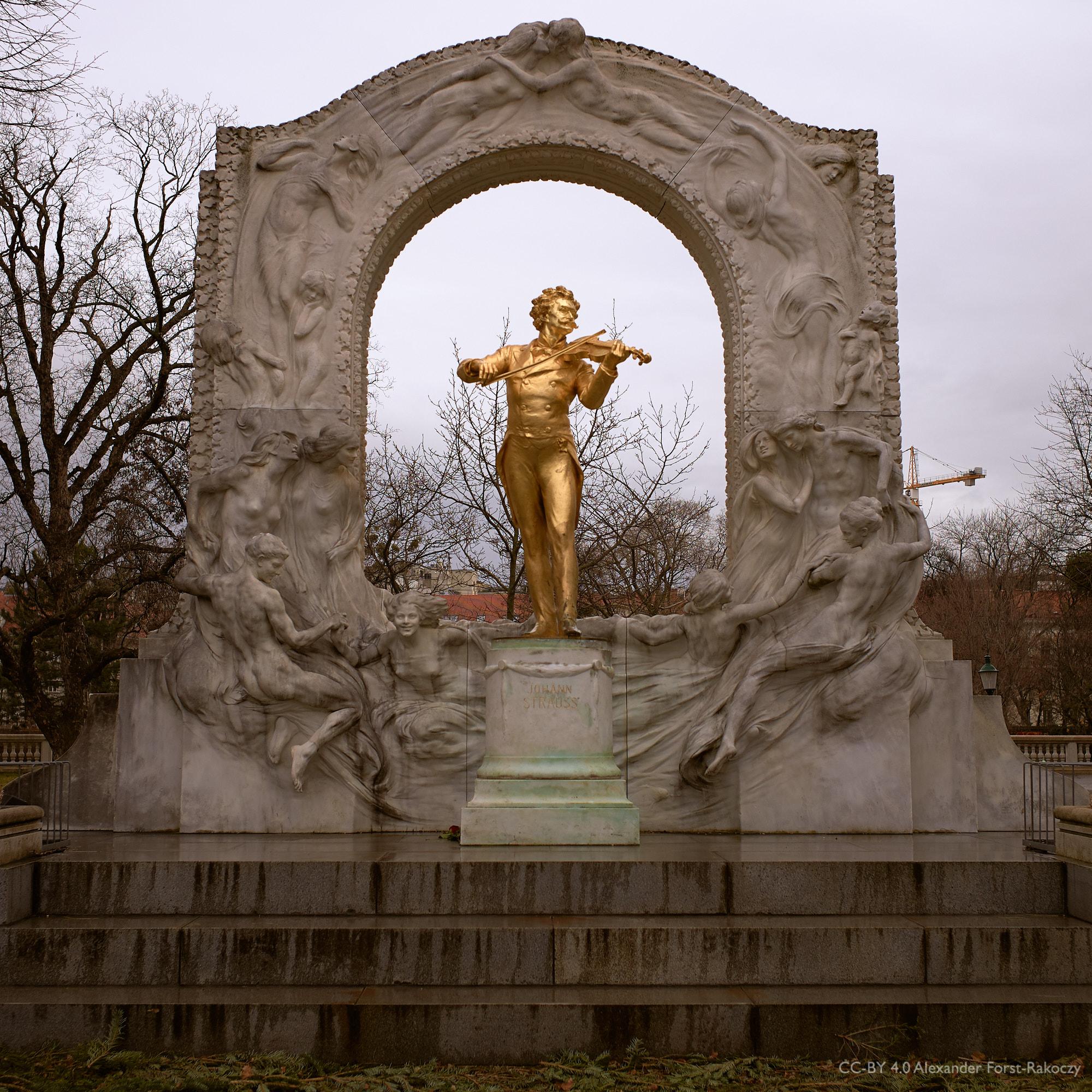 Alfora: Johann Strauss (bei Schlechtwetter und damit ohne Touristen im Vordergrund)
