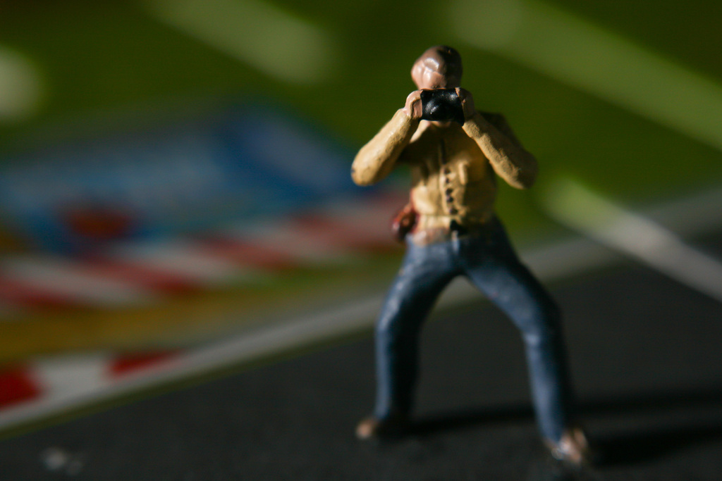 Kamerakata: Winziger Fotograf