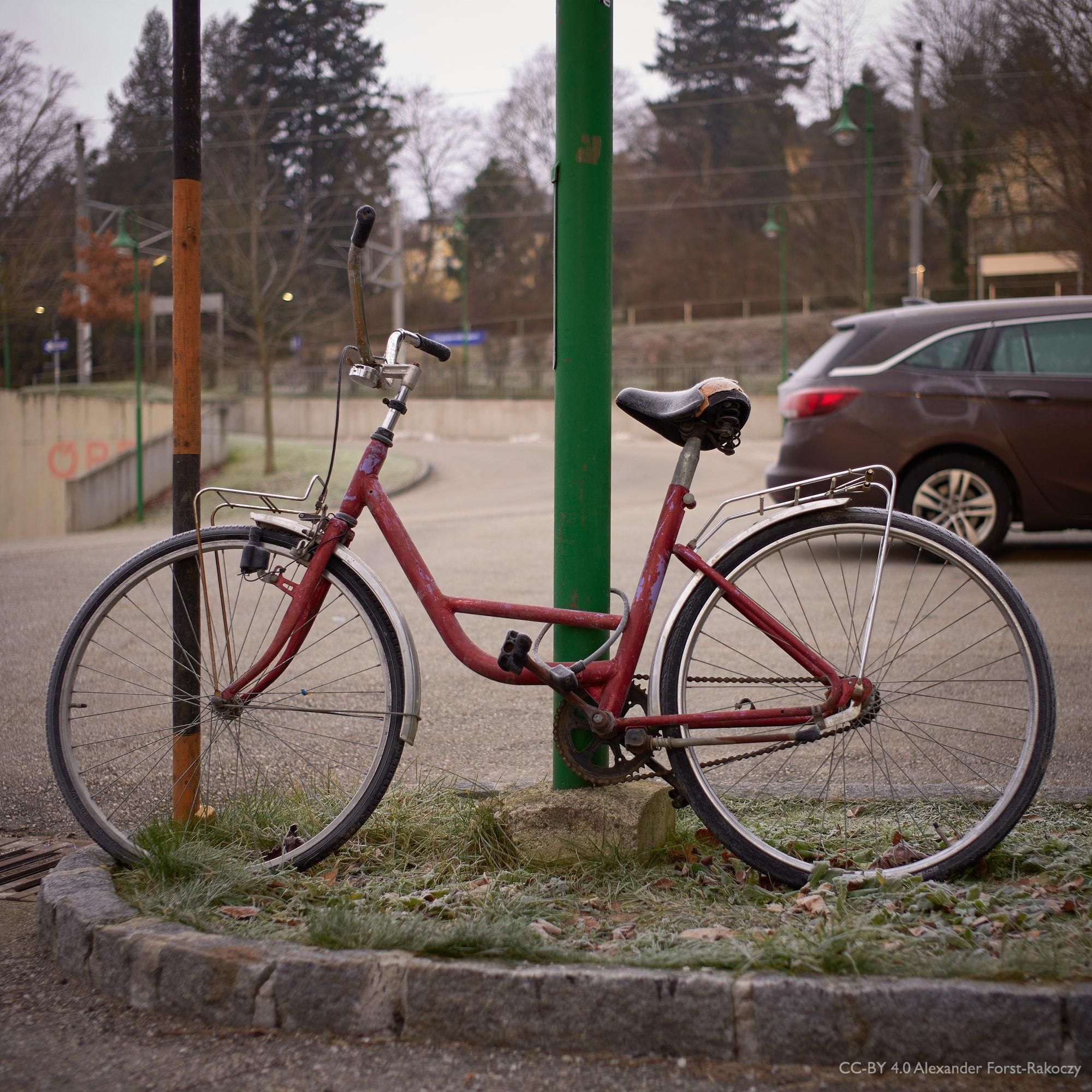 Alfora: An dieser Stelle parkt immer ein altes Fahrrad. Es ist zwar häufig ein anderes Fahrrad, aber es ist immer alt.