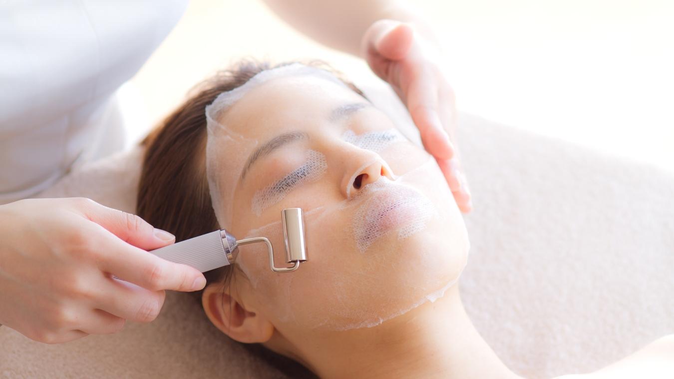 気になるお肌悩みに合わせて、有効な美容成分を深部まで浸透させ導入していきます。