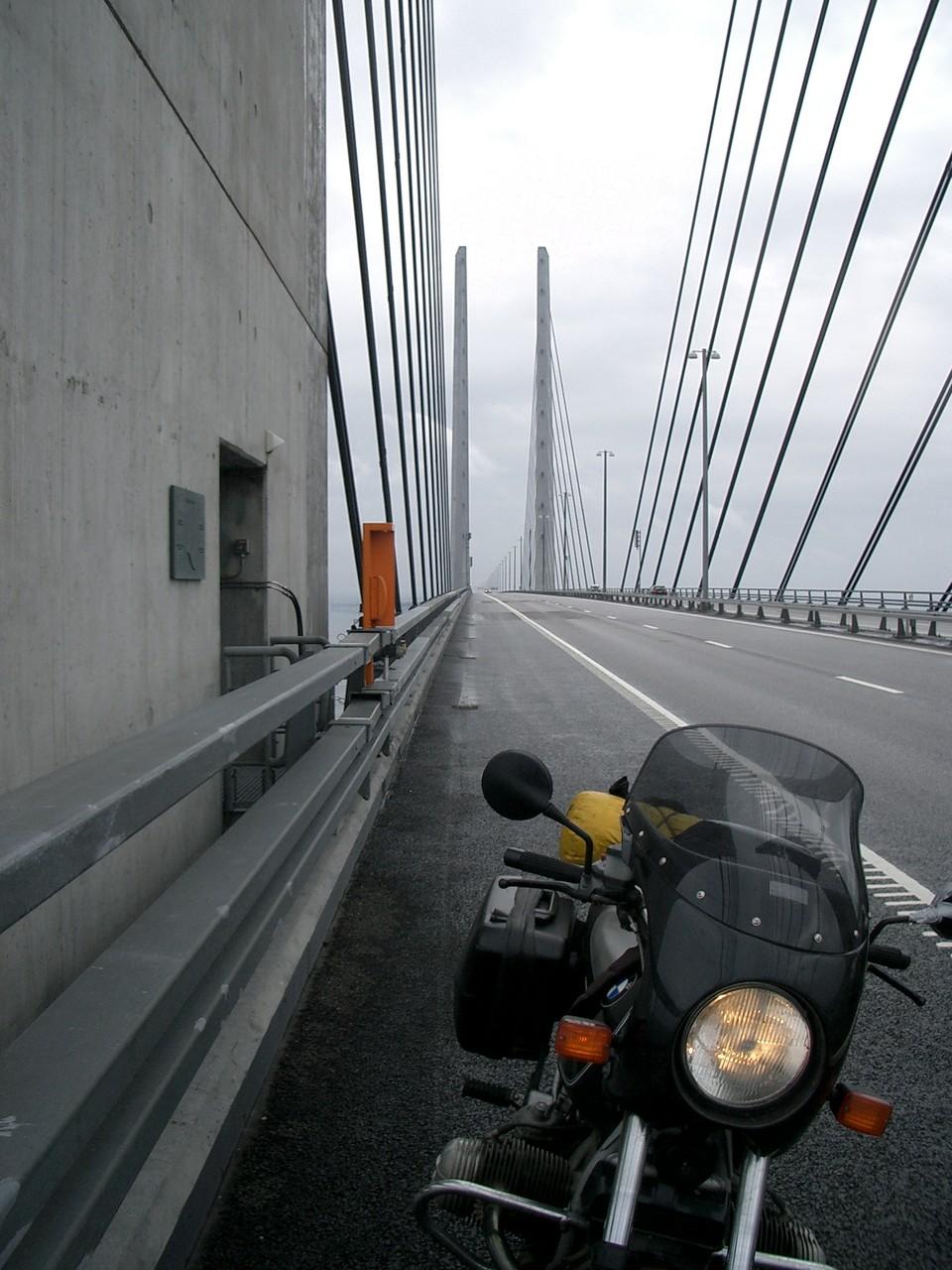 auf der Öresundbrücke zwischen Malmö und Kopenhagen