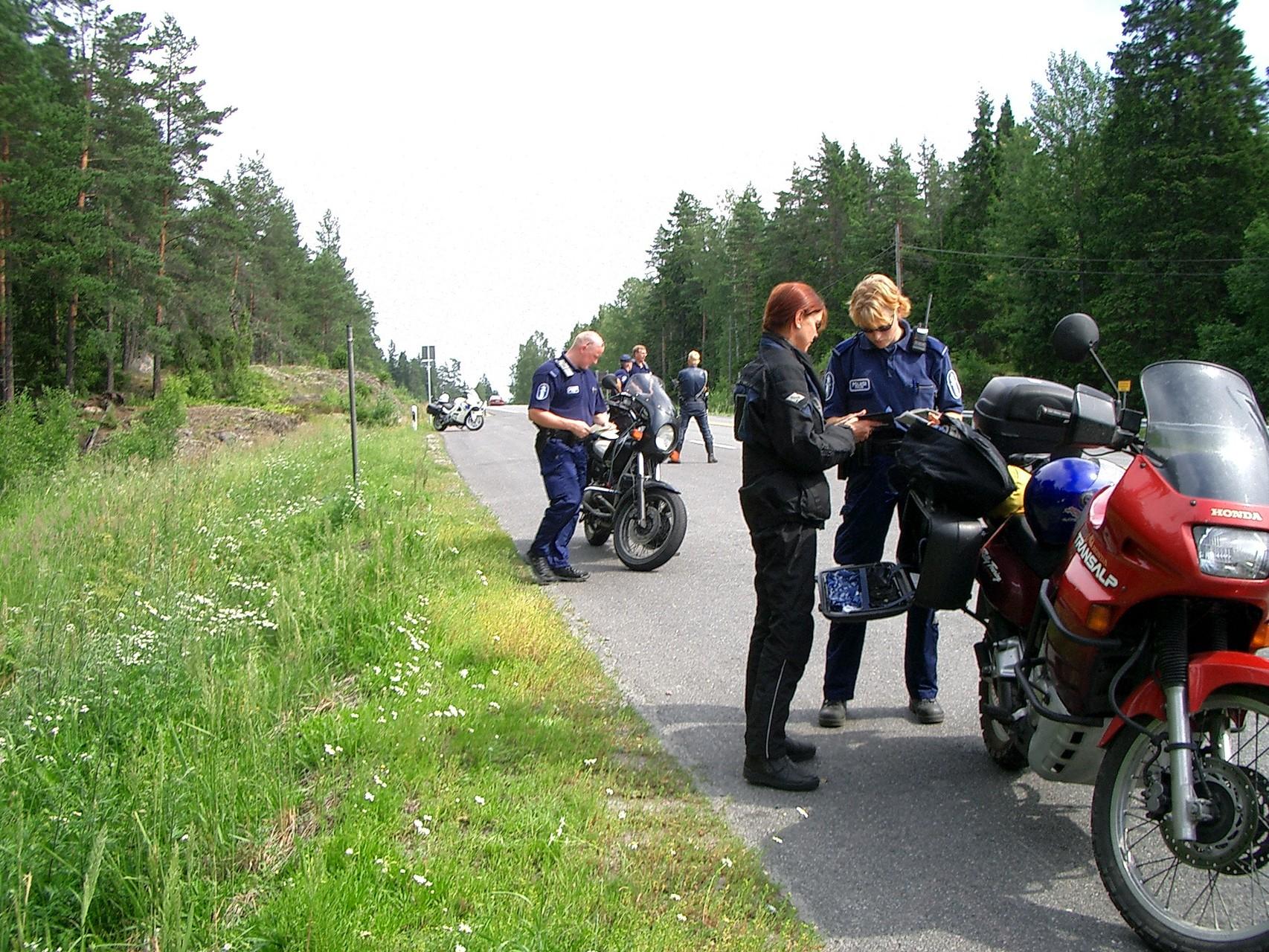 ... Alkoholkontrolle nach der russisch-finnischen Grenze