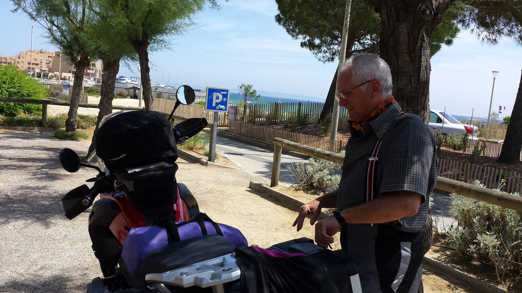 mit Moped an den Strand