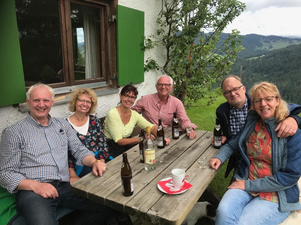 Umtrunk auf der Klösterle-Alpe