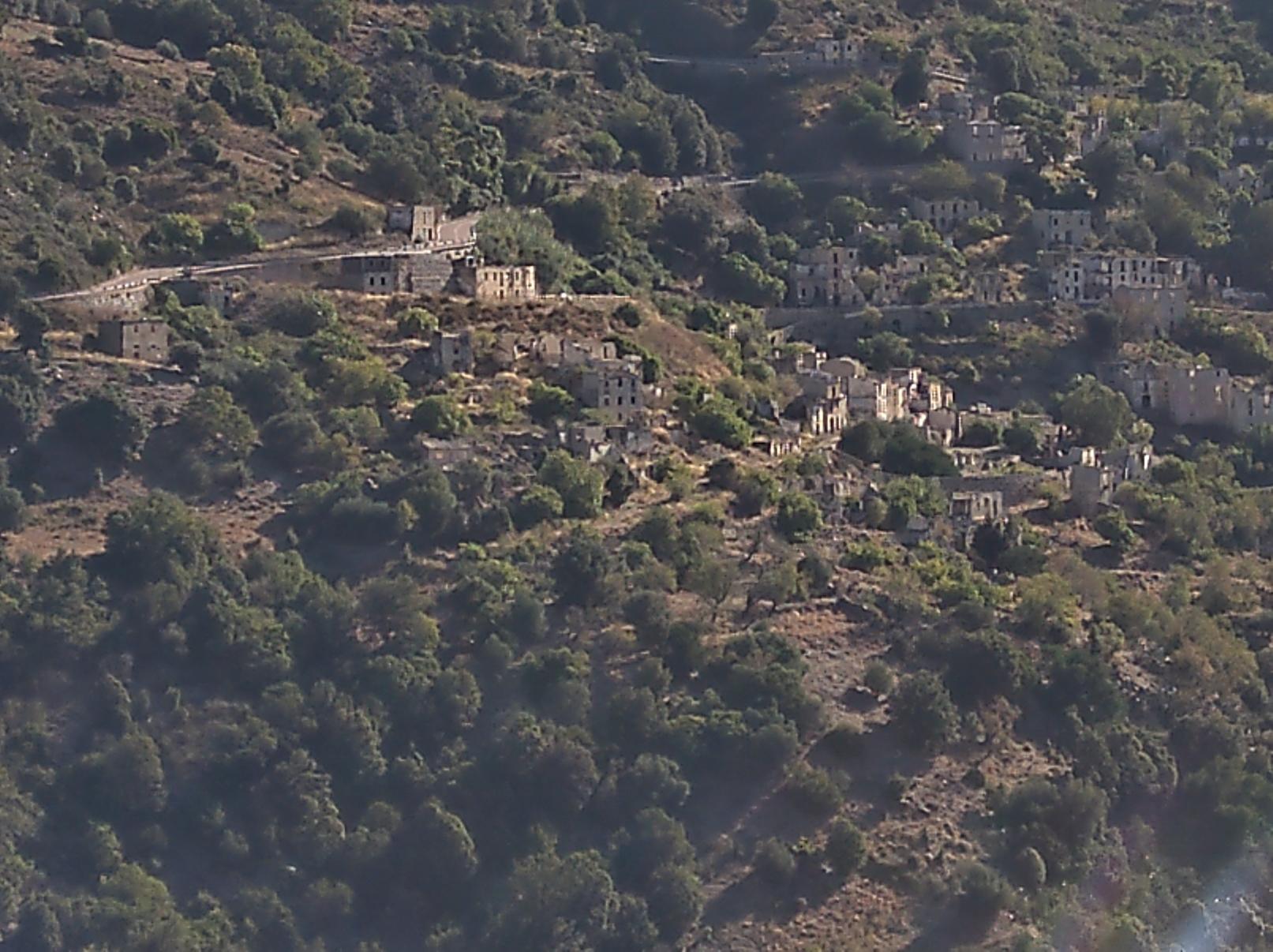 das  (nach Erdrutsch 1951) verlassene Dorf Gairo