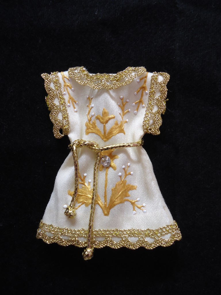 Réplica del traje del niño de la Virgen de la Caridad del Cobre (Patrona de Cuba)