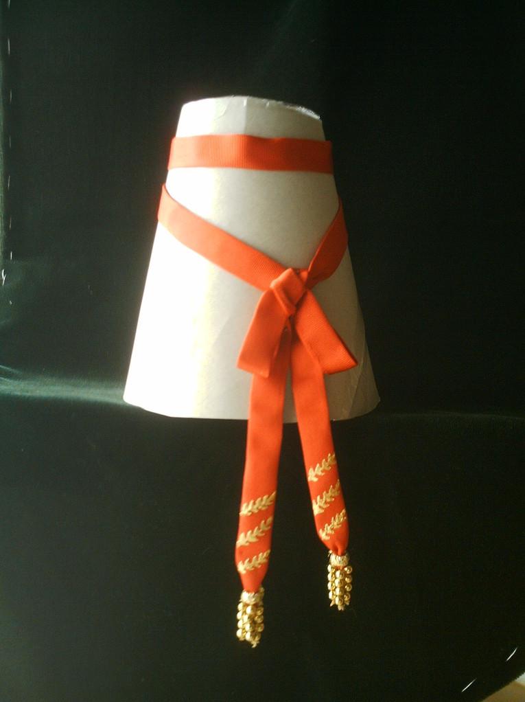 Fajín de general con moñas de perlas doradas