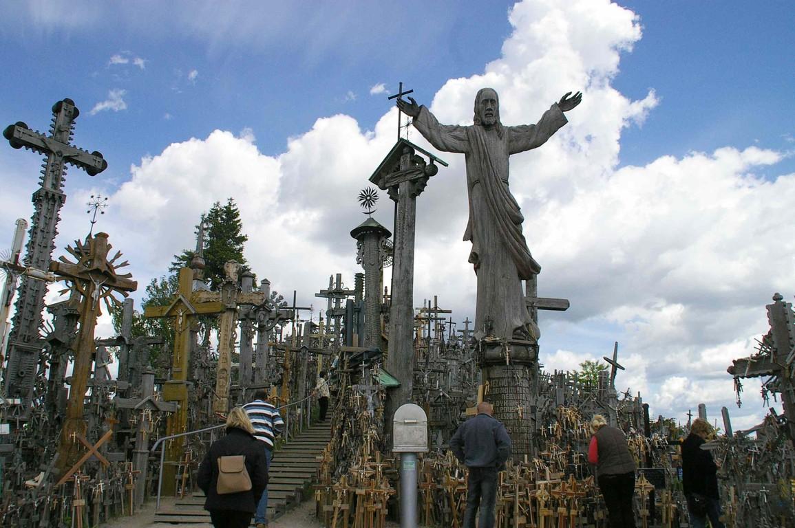 Am Berg der Kreuze bei Siauliai, dem Wallfahrtsort der Katholiken