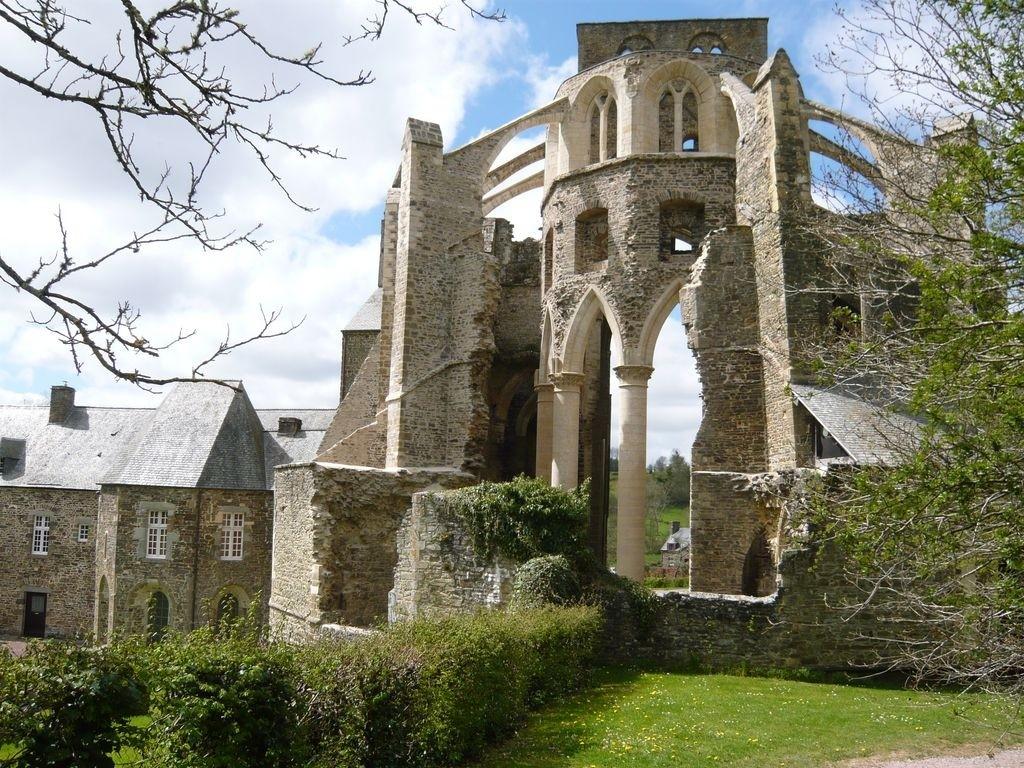 L'Abbaye d'Hambye à 15 min du gîte