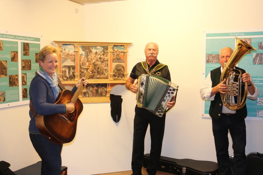 Sepp Wörgötter mit seinen Musikkollegen
