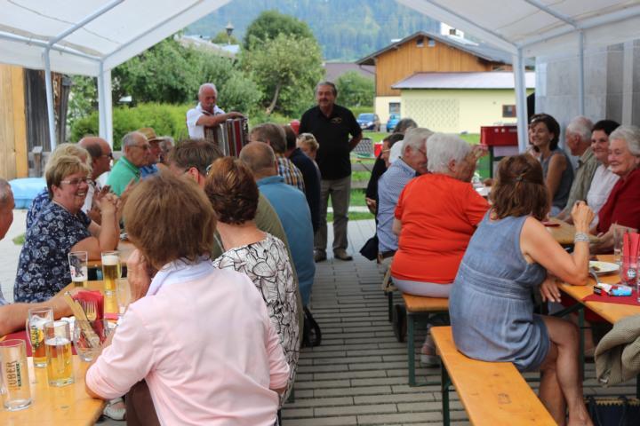Obmann Georg Brunner begrüßt die Gäste