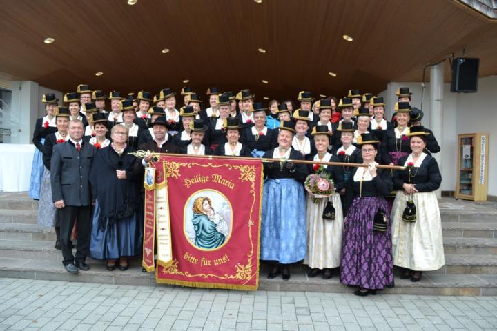 Fahnenweihe 2018 - Die Oberndorfer Röcklgwandfrauen - Foto: C.Trixl