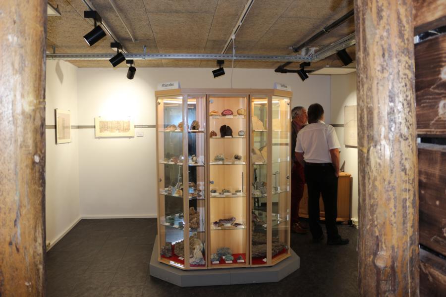 Die Mineraliensammlung im neuen Raum