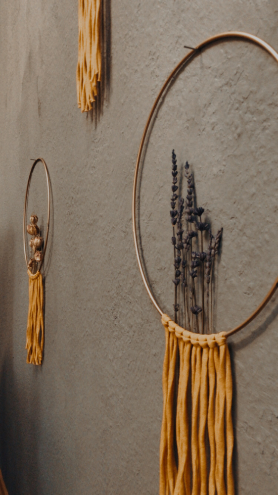 flowerrings with dried flowers