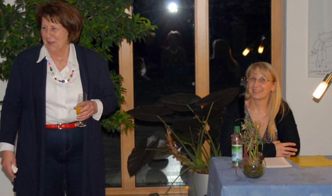 Frau Dohna bedankt sich bei Dagmar Isabell Schmidbauer