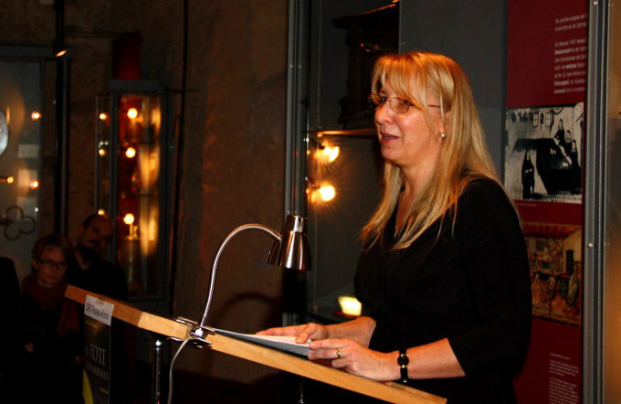 Dagmar Isabell Schmidbauer begrüßt das Publikum