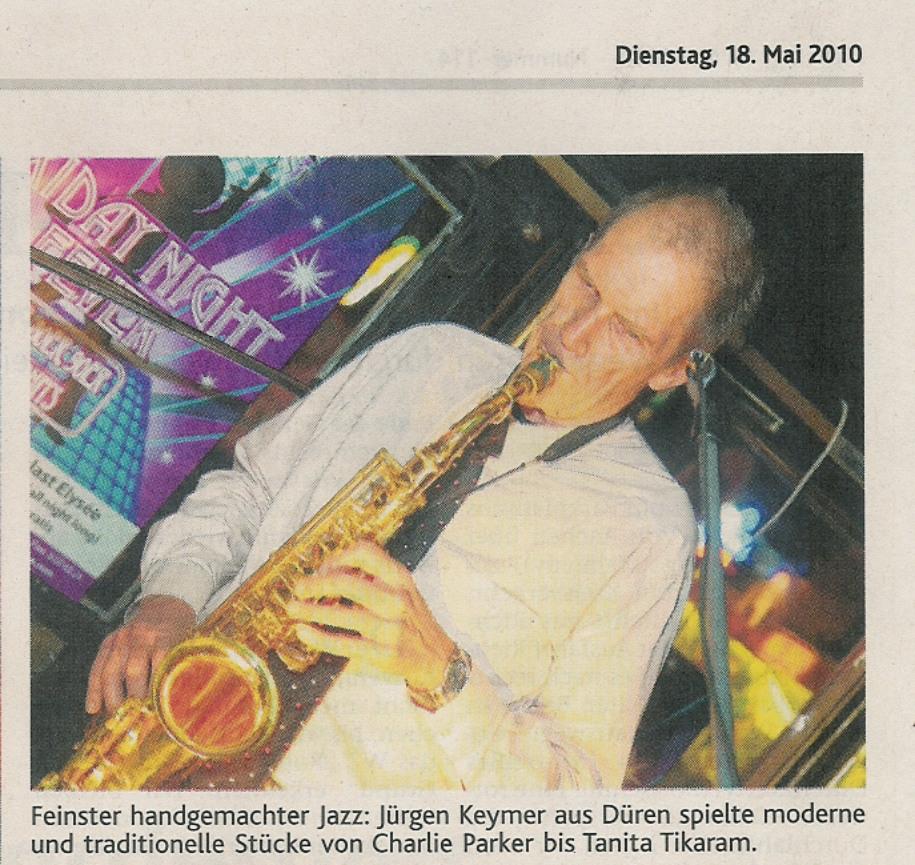Saxophonist Jürgen Keymer bei der 5ZWO-Party in Aachen