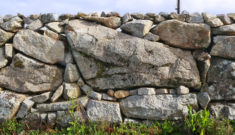 Hier wurden die unterschiedlich großen Gesteine fast schon inkalike eingepasst.