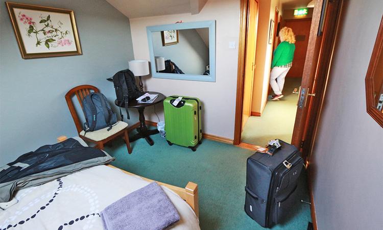 Ganz ordentlich Platz für ein Hostel und ein kleiner Schreibtisch, auch ganz praktisch.