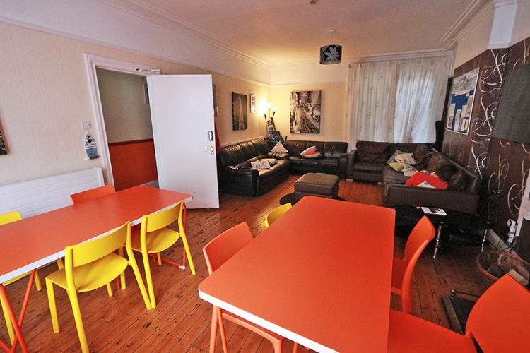 Zimmer zum Essen, für Kommunikation und Fernsehen.