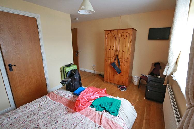 Unser Zimmer relativ groß, auch mehr Ablageflächen, das war angenehm!