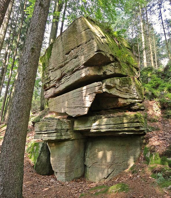 Große Steine.