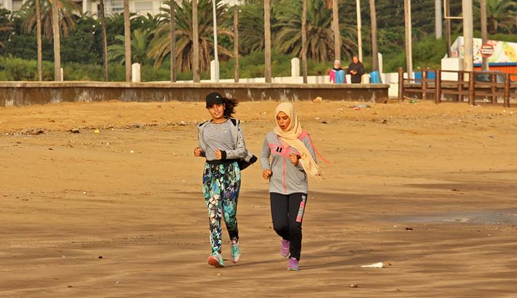 Joggerinnen am Strand von El Jadida.