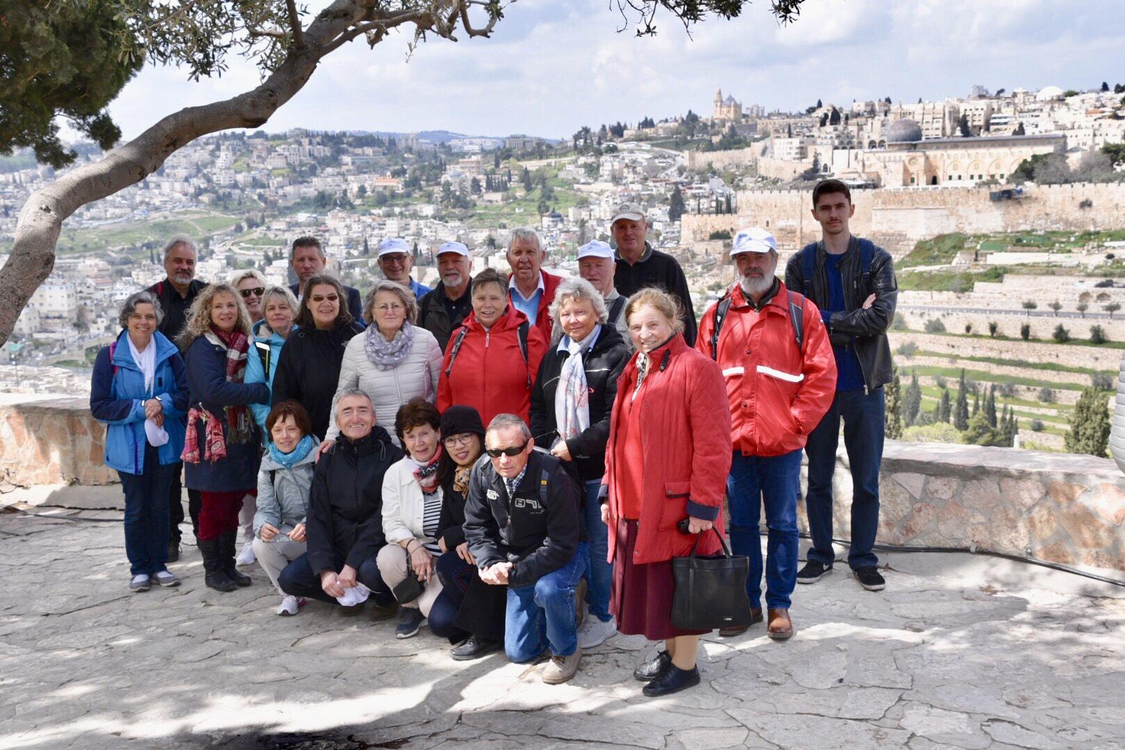 Gruppe vor Jerusalem
