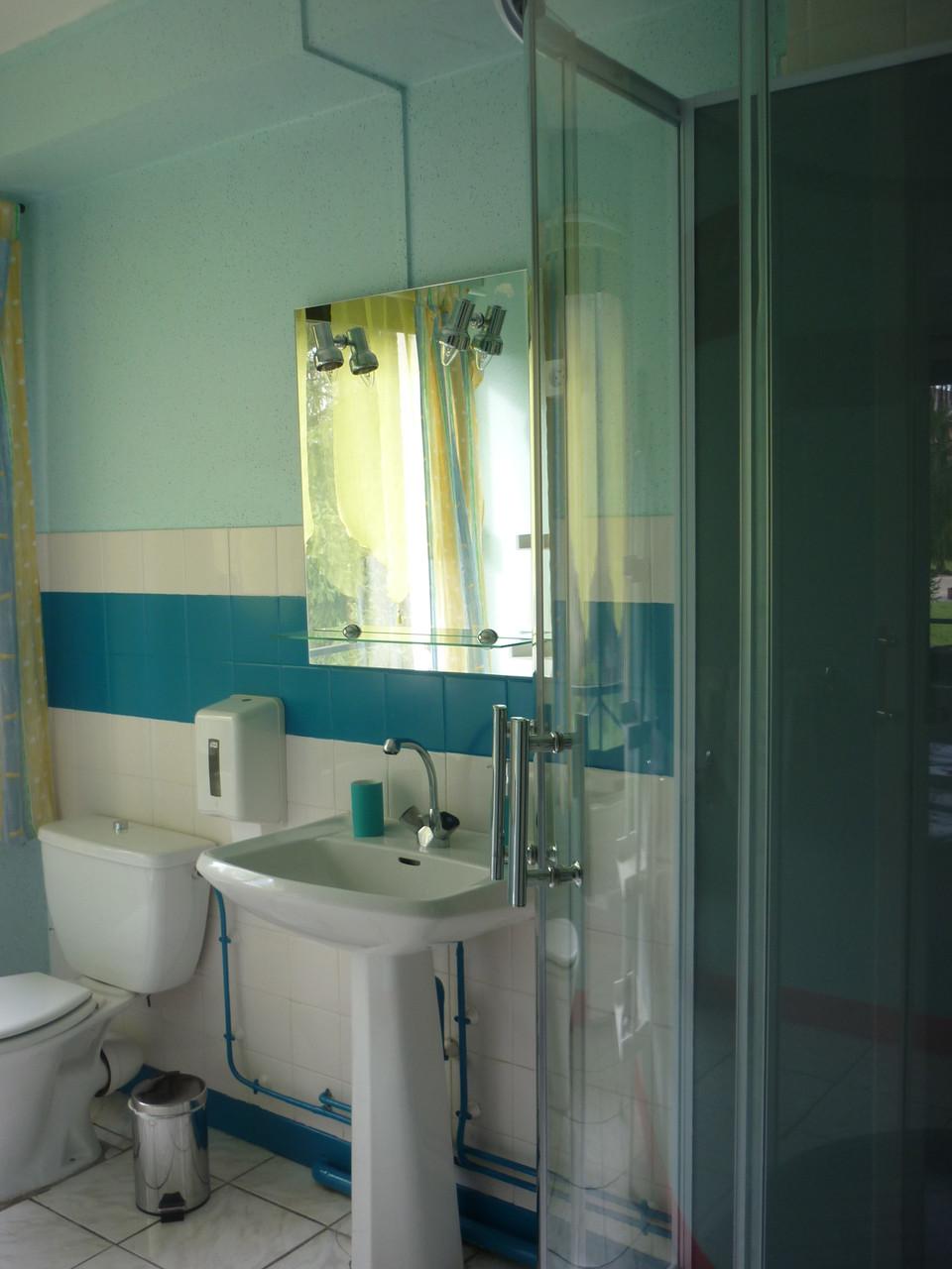 Sanitaire chambre 2 lits simples 19 m²