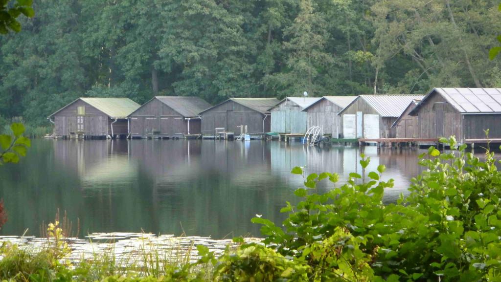Bootshäuser bei Feldberg am Haus-See