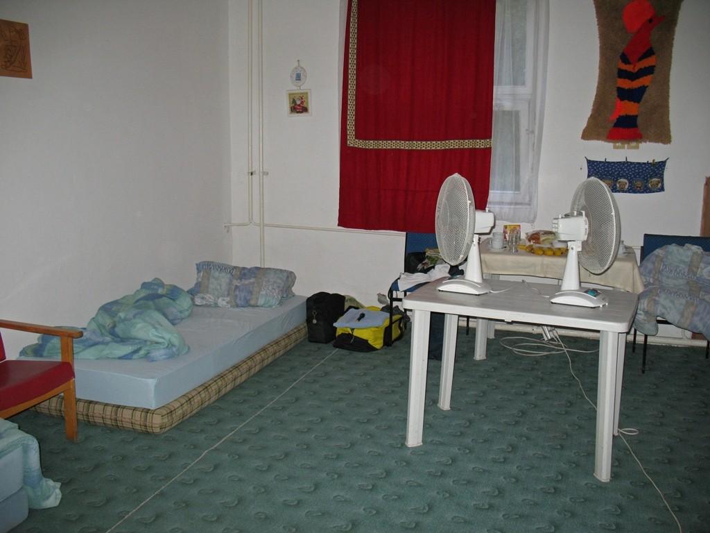 6.07.2015 Nachtlager in Szolnok - nach 17 Stunden fallen wir auf die Matratzen