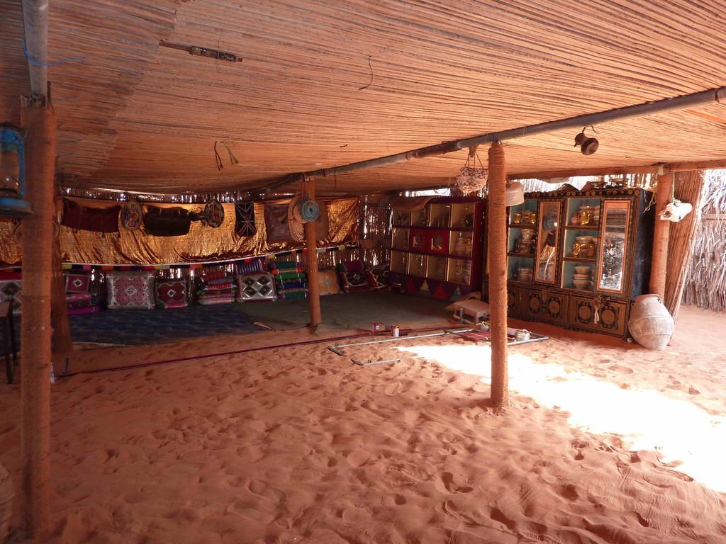 5.Tag - Auf der Fahrt von Wahiba Sands nach Sur - Beduinenzelt