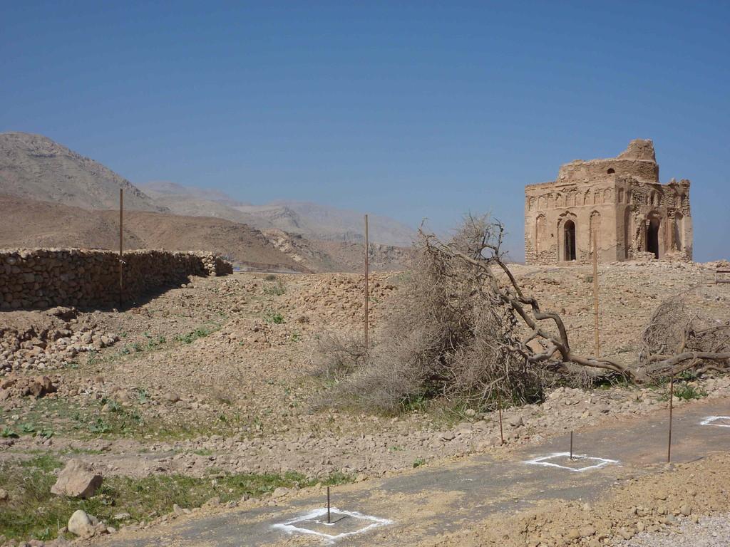 6. Tag - Auf der Fahrt von Sur nach Muscat - Ruinen v. Madnat Qualhat / Mausoleum der Bibi Miriam